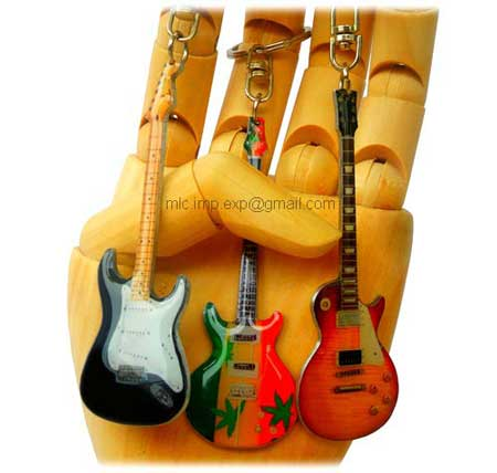guitar-shaped-keychain